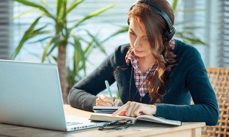 é necessário concentração para estudar ouvindo música